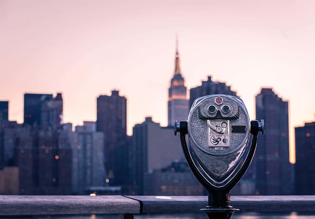 tourist viewing machine in new york